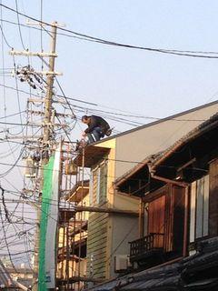 屋根上の作業.jpg