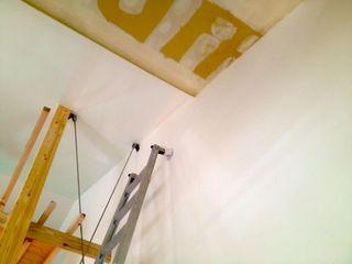 天井のクロス貼り中.jpg