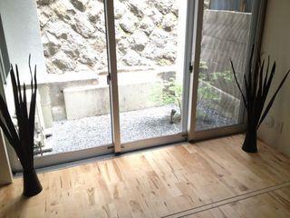 寝室から庭を.jpg