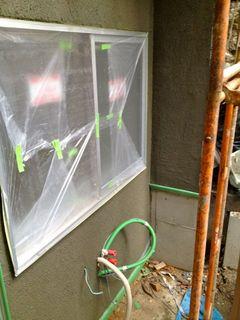 お風呂の窓周りの壁塗り中.jpg