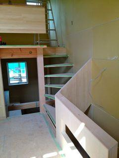 キッチン側からみた階段手すり.jpg