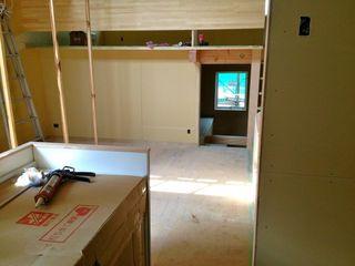 キッチン側から見たリビング.jpg
