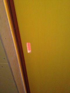 和室の黄色い扉.jpg